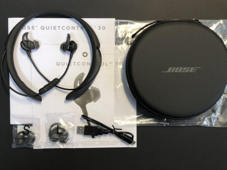 BOSE「QuietControl 30 wireless headphones」の付属品一覧