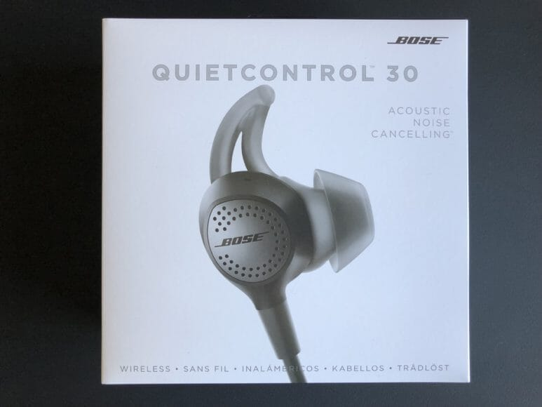 BOSE QuietControl 30 wireless headphonesの商品パッケージ
