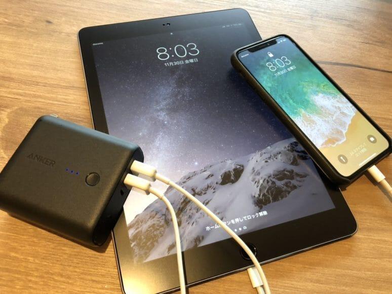Anker PowerCore Fusion 5000でiPhone XとiPad Proを同時充電している様子