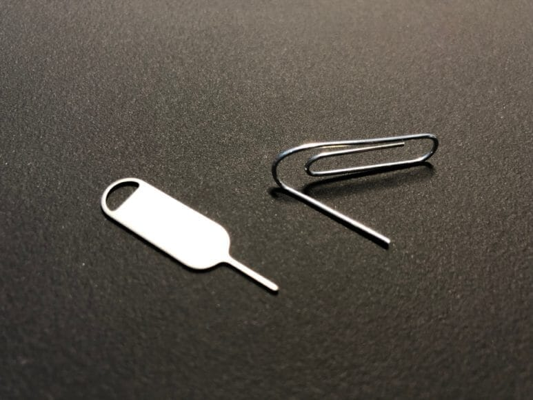 SIMピンはゼムクリップで代用できます。