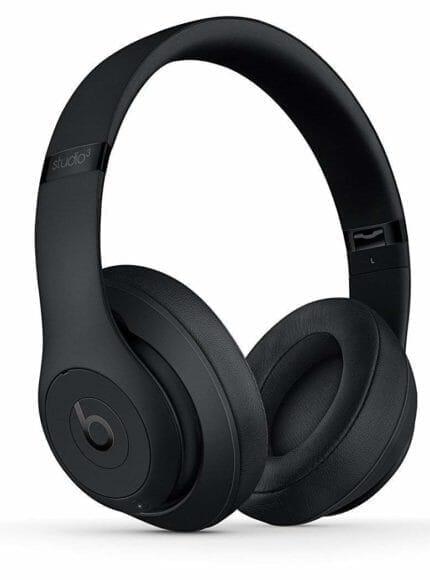 Beats「Studio3 Wireless」はiPhoneユーザーと相性抜群のユニーク系ノイキャン対応ヘッドホンです。