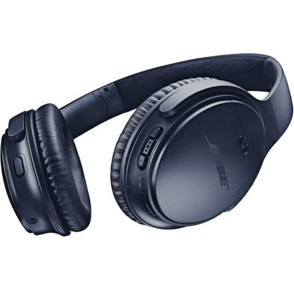 BOSE「QuietComfort35 wireless headphones II」のイヤーパッドは上質な素材を使用し、柔らかい低反発素材を使用しているので最高の着け心地を実現。