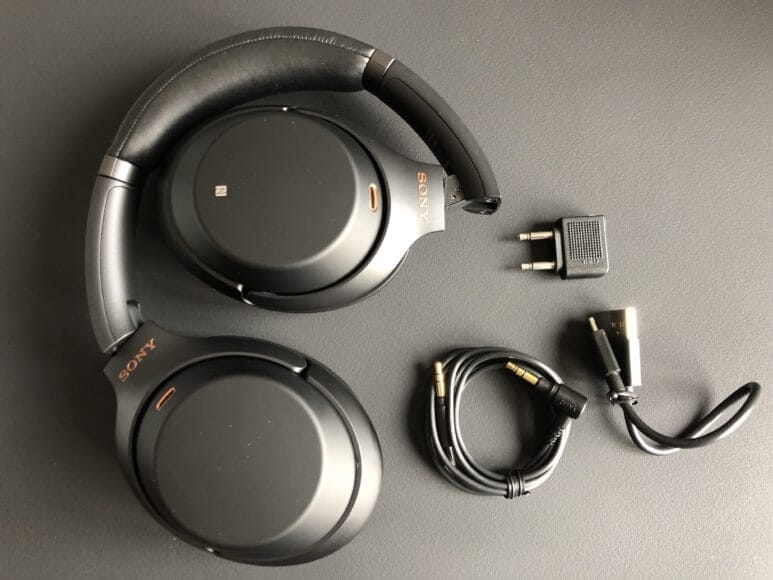 SONY「WH-1000XM3」の付属品一覧。