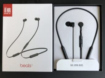Beats by Dr.Dre「BeatsX」の外観。