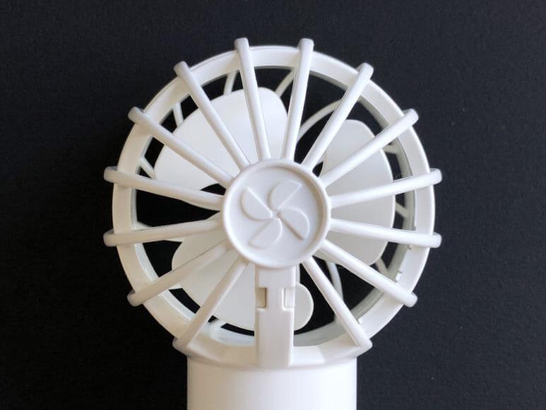 おすすめハンディ扇風機BLUEFEEL「mini head fan pro」の羽根は3枚構造になっていますが、快適な風を送ってくれます。