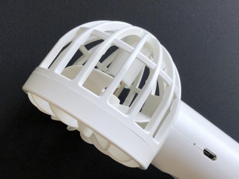 おすすめハンディ扇風機BLUEFEEL「mini head fan pro」の網目の感覚がちょっと広いので、お子さん向けとしてはおすすめしません。