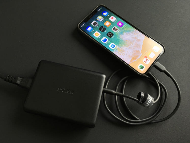 iPhoneを高速充電させるには高速充電対応の充電器とケーブルが必要です。