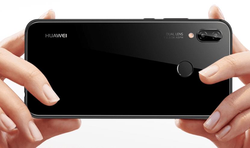 Huawei P20 liteのバックカメラはダブルレンズ採用でSNS映えするボケ感も演出可能です。
