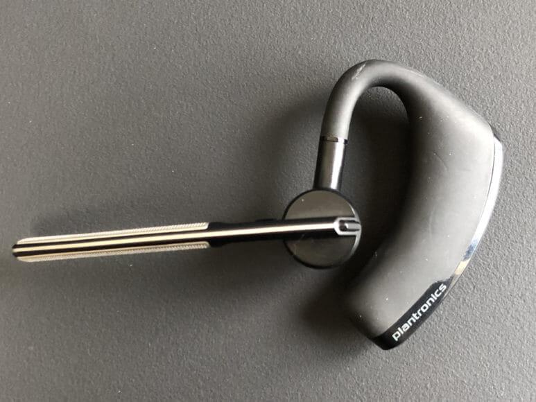 Plantronics「Voyager Legend」は左右どちら側の耳にも装着可能です。