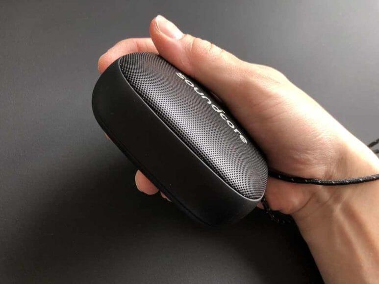 Anker「Soundcore Icon Mini」の前面以外はラバー素材で滑りにくく、グリップ感は抜群です。