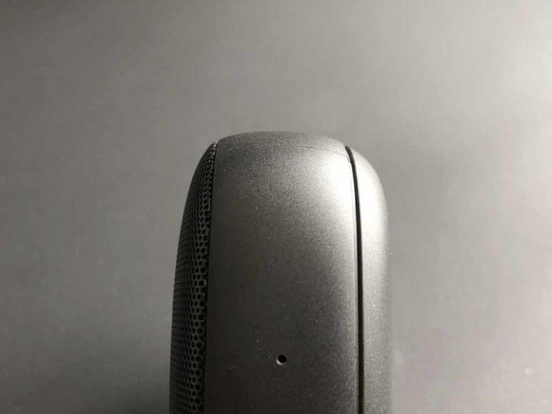 Anker「Soundcore Icon Mini」の底面は丸みを帯びているので、置き型として使う場合は安定性に注意が必要でしょう。