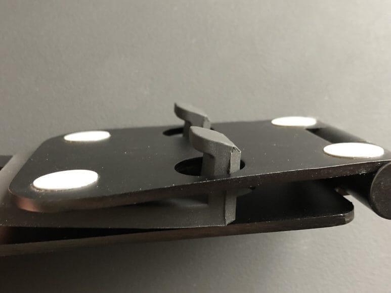 おすすめの卓上型スマホスタンド|Lomicall「折り畳み式スタンド」は折り畳み時に出っ張る部分がシリコン部分だけなので優しいです。