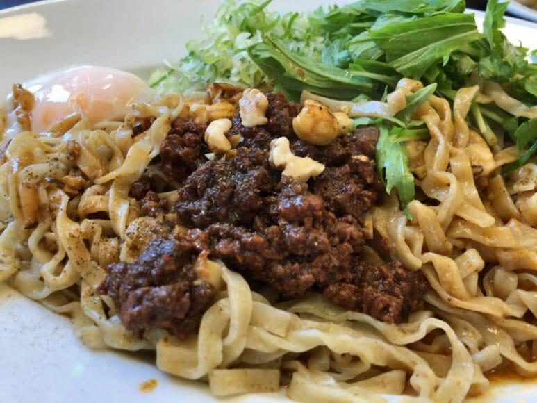 釧路のおいしいラーメン屋さん|汁なしエゾシカタンタンはピリ辛エゾシカミートとモッチモチの平打ち麺が絡んでヤバウマです。