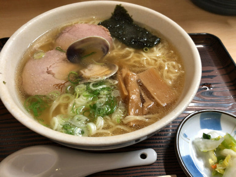 釧路のおいしいラーメン屋さん「魚一」|魚醤ラーメン(あっさり・細い麺)