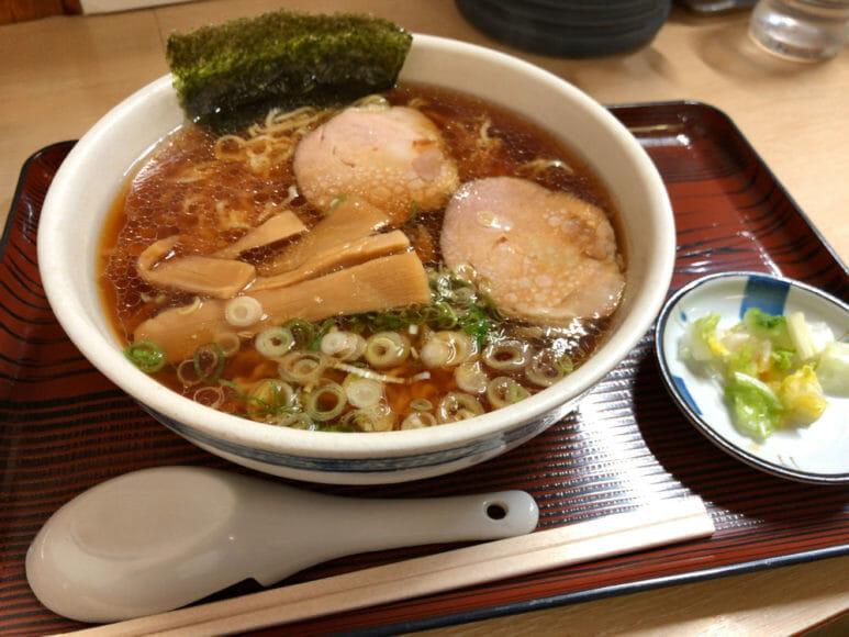 釧路のおいしいラーメン屋さん「魚一」|しょう油ラーメン(あっさり・細い麺)