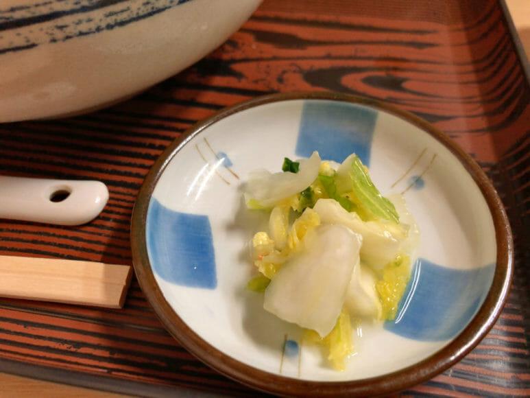 釧路のおいしいラーメン屋さん「魚一」|全てのラーメンにはお漬物が付きます。粋な計らいです。