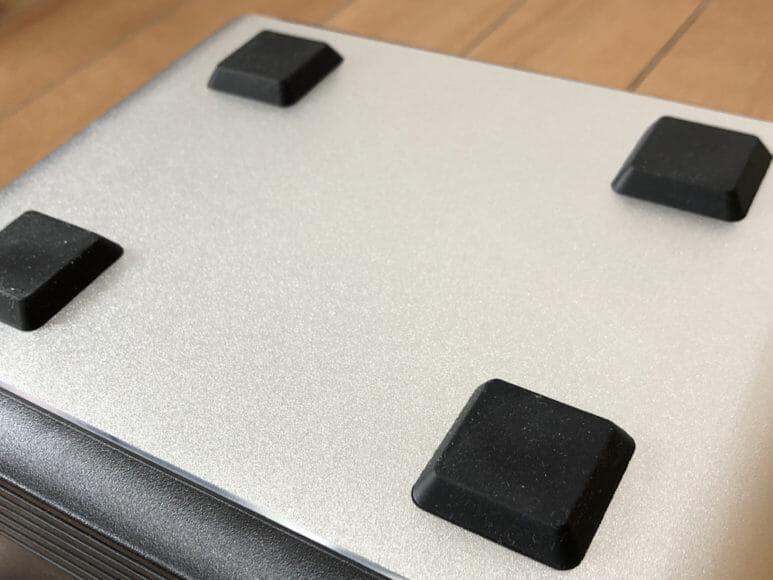 おすすめポータブル電源Anker「PowerHouse」 地面と接する部分にもゴム加工が施されているので汚れに強くて丈夫です。