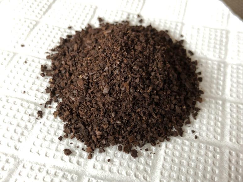 おすすめ手動コーヒーミル:キャプテンスタッグ|キャプテンスタッグ製のコーヒーミルで挽いたコーヒー豆。