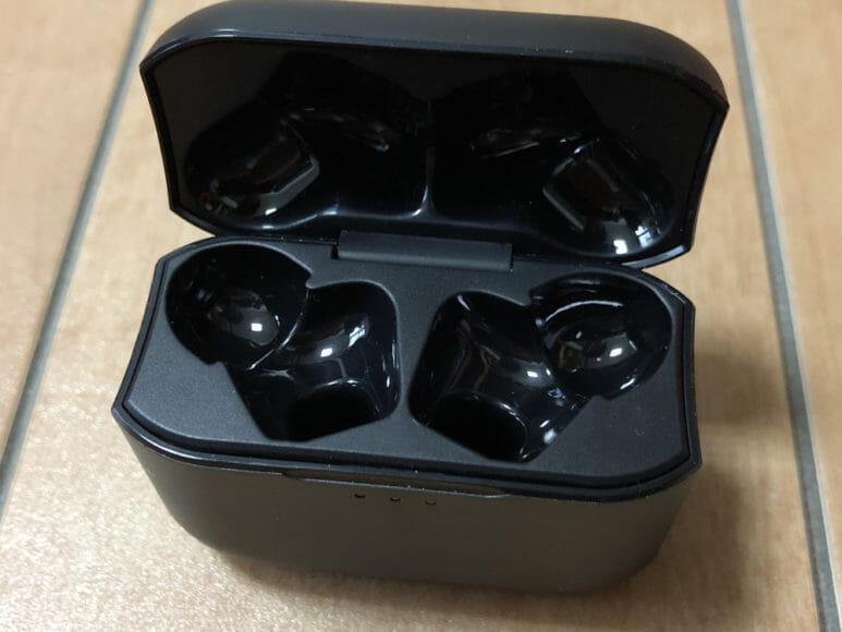 おすすめ完全ワイヤレスBluetoothイヤホン JPRiDE「TWS-520」|充電ケースやイヤホン本体の材質は正直安っぽい印象。