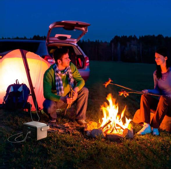 キャンプに最適なモバイルバッテリーまとめ|キャンプにおけるバッテリーの使い道とは?