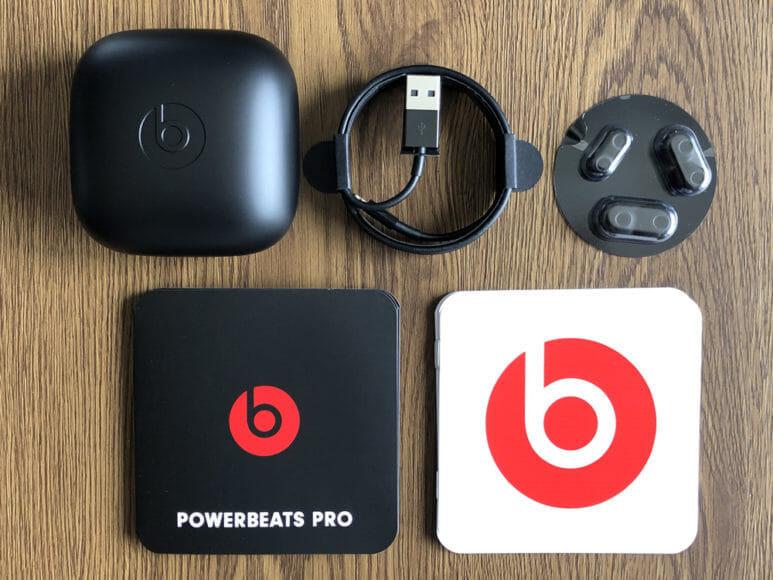 最強の完全ワイヤレスイヤホンBeats by Dr. Dre「Powerbeats Pro」レビュー|「Powerbeats Pro」の付属品一覧。