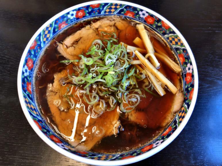 釧路のおいしいラーメン屋さん「夏堀」|「夏堀」さんで人気ナンバーワンの醤油味のチャーシューメン。