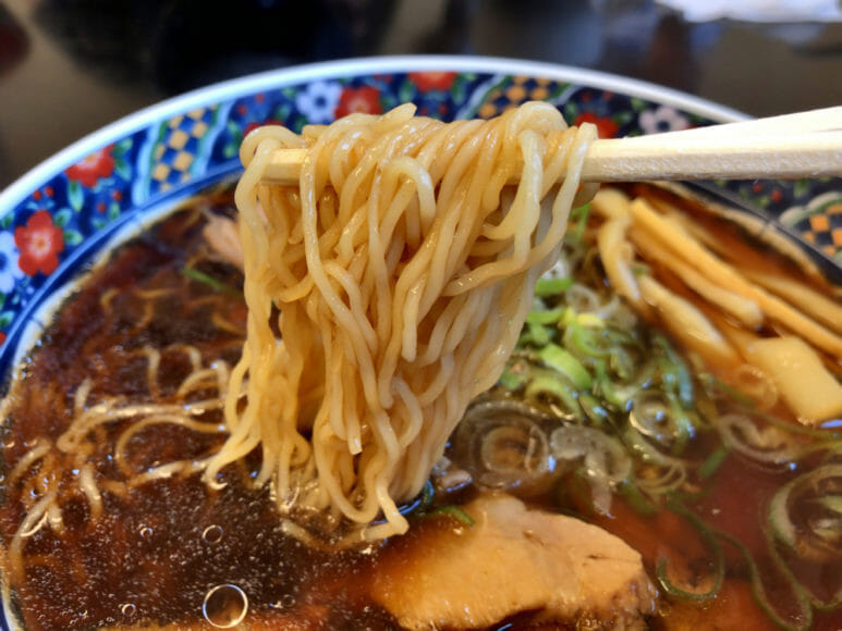 釧路のおいしいラーメン屋さん「夏堀」|極細ちぢれ麺はスープにホンットによく絡む!