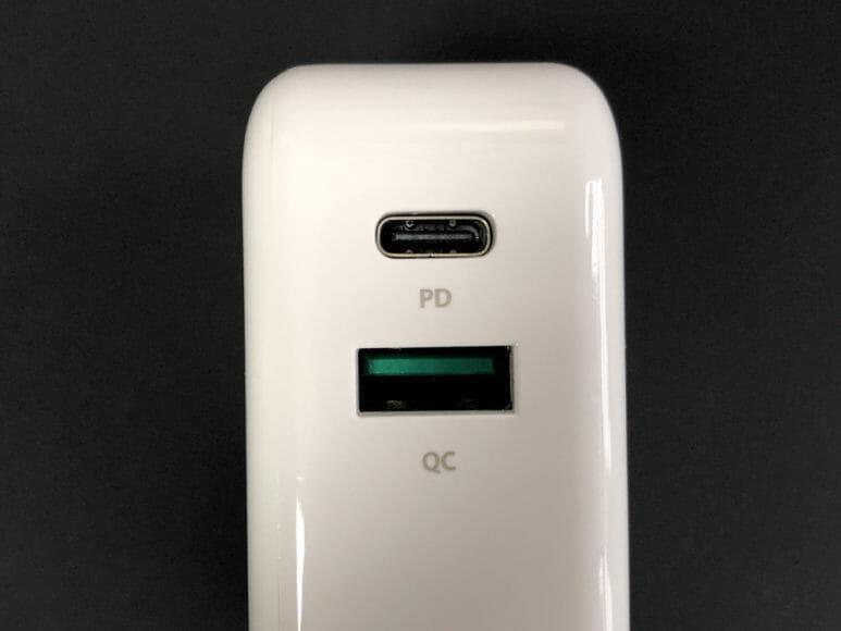 おすすめの充電器一体型モバイルバッテリーRAVPower「RP-PB122」|ポートはPD対応USB-C×1(入出力)、QC3.0対応USB-A×1(出力)の計2つを搭載。