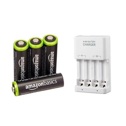 ニンテンドースイッチをプレイしながらJoy-Conを充電できる充電器|Joy-Con拡張バッテリー(乾電池式)には充電池を併せて使うと経済的です。