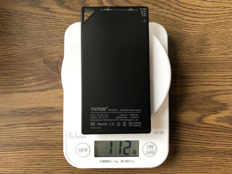 超薄型6mmモバイルバッテリーTNTOR WT-550レビュー|TNTOR「WT-550」は約112gと超軽量です。