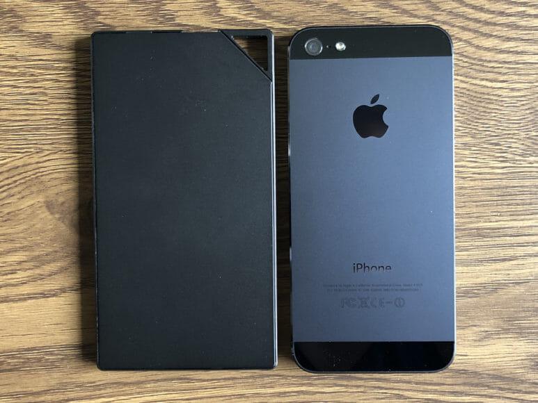 超薄型6mmモバイルバッテリーTNTOR WT-550レビュー|厚さをiPhone5sと比較してみました。