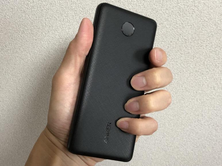 おすすめのモバイルバッテリーAnker「PowerCore Slim 10000 PD」レビュー|10000mAhクラス世界最薄を謳うだけあって、持ち運びやすさは流石の出来栄え。