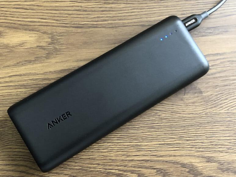 おすすめのモバイルバッテリーAnker「PowerCore Speed 20000 PD」レビュー|「PowerCore Speed 20000 PD」充電中の様子。