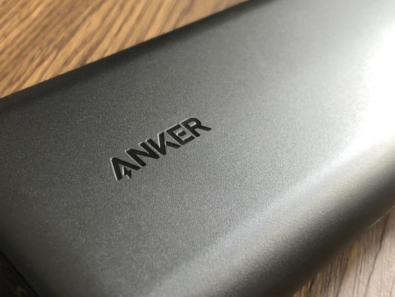 おすすめのモバイルバッテリーAnker「PowerCore Speed 20000 PD」レビュー|Ankerお馴染みのマットブラックな外装。