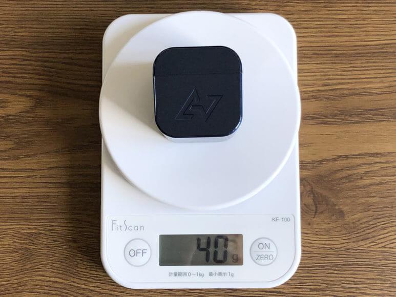 おすすめ完全ワイヤレスイヤホンAstrotec「S60」レビュー|他社の充電ケースよりも約20gは重たいんですが、この重量感がかえって持ちやすさに繋がっている気がしますね。