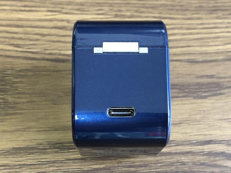 おすすめ完全ワイヤレスイヤホンAVIOT「TE-D01g」レビュー 充電ケース側面には充電用USB Type-Cポートが配されています。