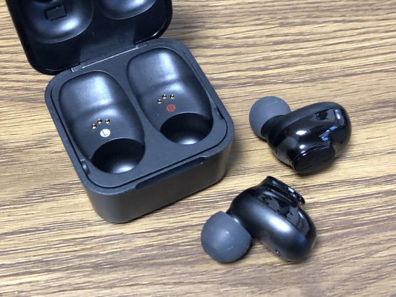 おすすめ完全ワイヤレスイヤホンGLIDiC「Sound Air TW-5000s」レビュー|まずはイヤホン本体を充電ケースから取り出しましょう。