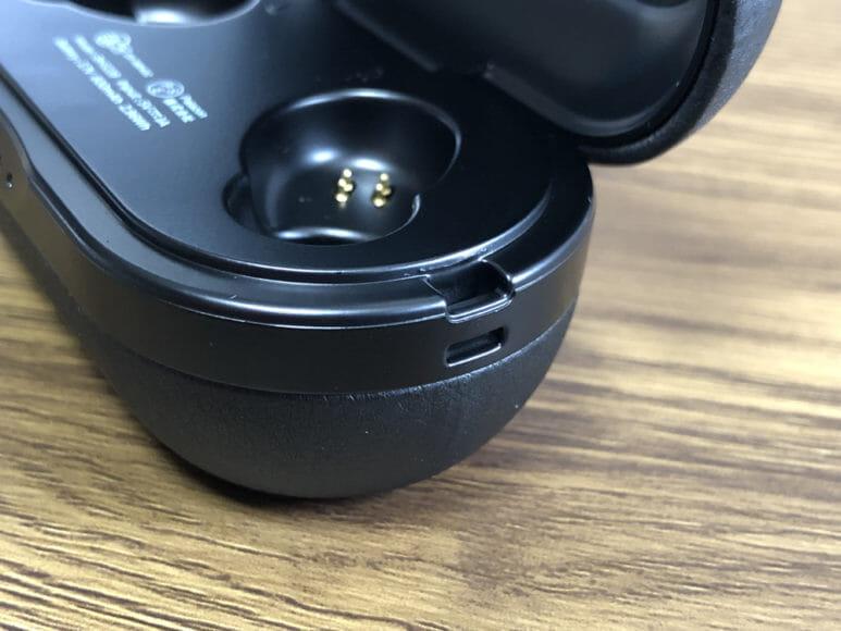 おすすめのBluetoothイヤホンMpow「T5」レビュー|「T5」の充電ケースにはストラップホールが付いているんです。