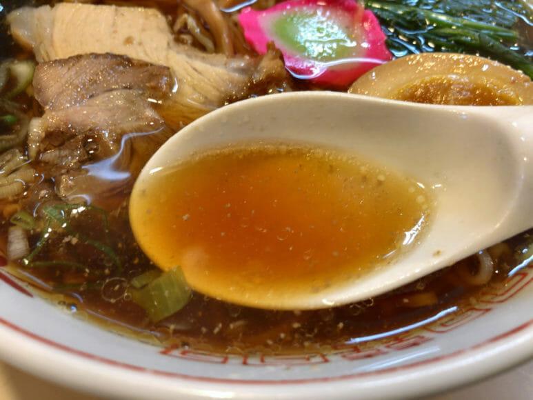 釧路のおいしいラーメン屋さん「河むら」|香りを嗅ぐとふわぁ・・・っと魚系スープのやさしい香ります。