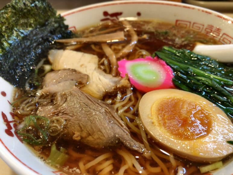 釧路のおいしいラーメン屋さん「河むら」|釧路ラーメンを感じさせる透明なスープ。