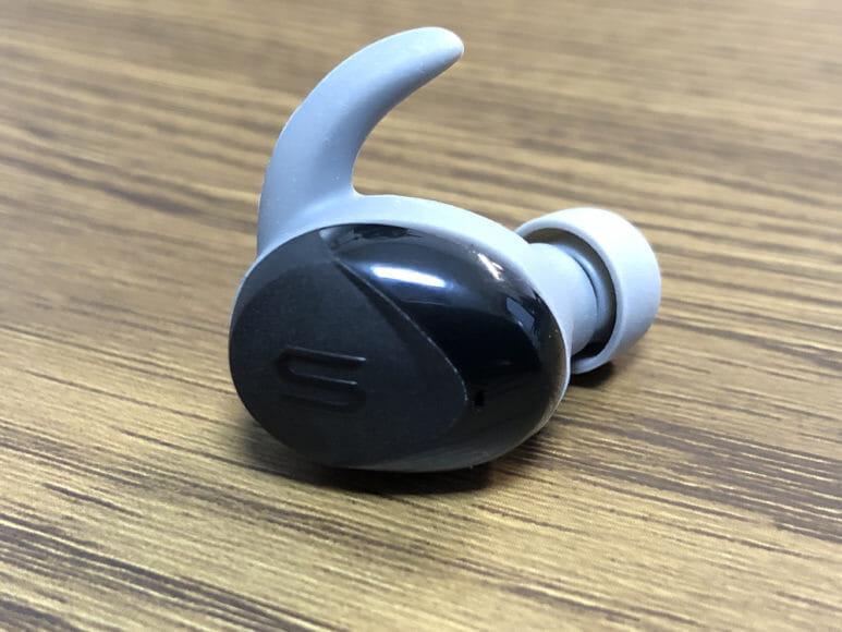 おすすめ完全ワイヤレスイヤホンSOUL「ST-XS2」レビュー|独特。イヤーフックも標準装備と、一目見ただけでユーモア満点であることは容易に分かるデザイン。