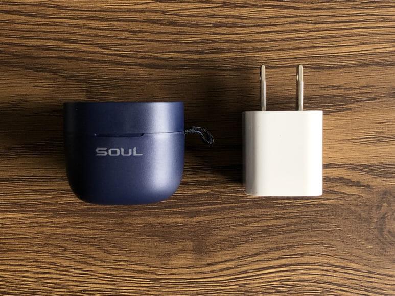 おすすめのBluetoothイヤホンSOUL「ST-XX」レビュー|とにかく驚くほど小さいのが特徴です。iPhoneに標準で付属する充電器に迫るコンパクトさ。