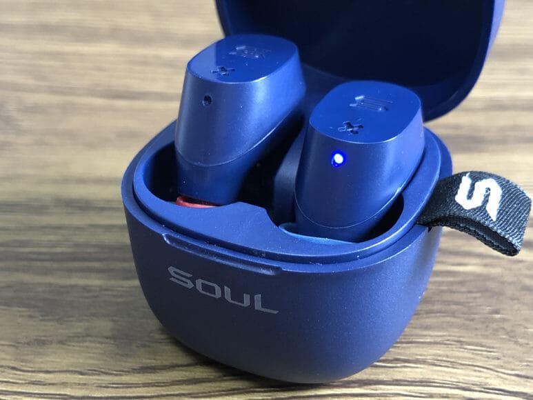 おすすめのBluetoothイヤホンSOUL「ST-XX」レビュー|SOUL「ST-XX」のイヤーピース交換で注意したいのが、交換したまま(他社製イヤーピースを装着したまま)の状態で充電ケースに入らないことです。