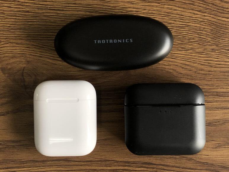 おすすめ完全ワイヤレスイヤホンTaoTronics「SoundLiberty 53(TT-BH053)」レビュー|他社製充電ケースと比べると、その個性は一目瞭然です。