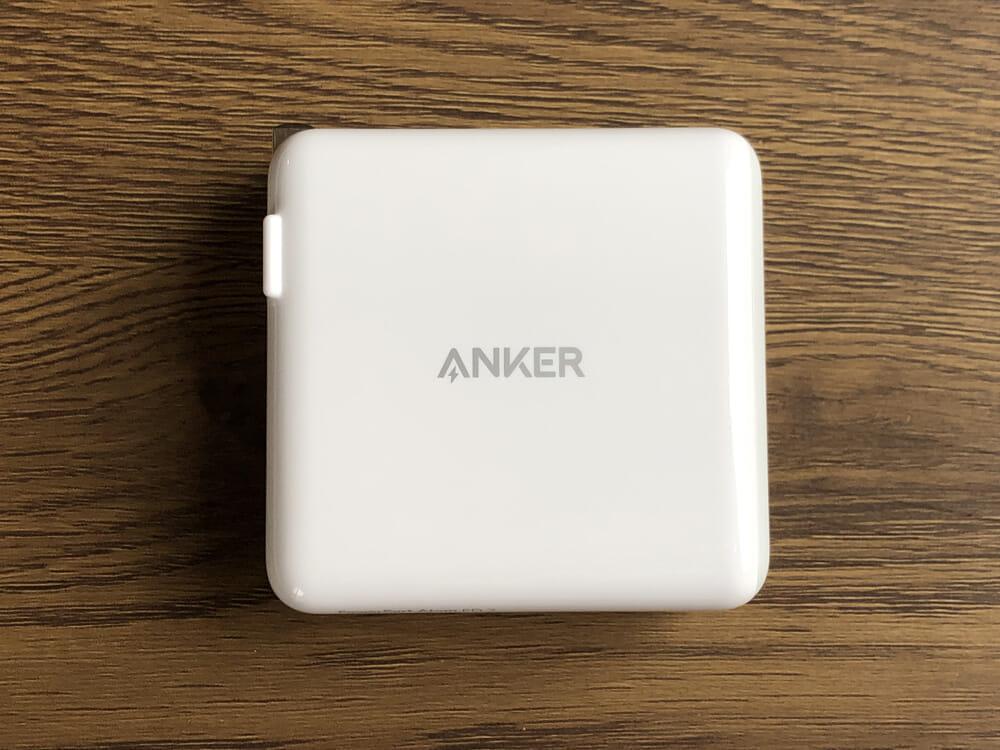 USB PD対応おすすめ小型急速充電器Anker「PowerPort Atom PD2」レビュー|窒素ガリウムを採用したことでパワフル・コンパクトを両立させた「PowerPort Atom PD2」。 相変わらずのミニマルデザイン。