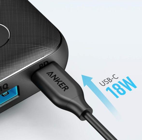 Anker PowerCore 10000 PD Reduxレビュー|PD対応のUSB-Cポートは充電の際にも使用でき、10000mAhのモバイルバッテリーとしてはかなり速く充電可能です。
