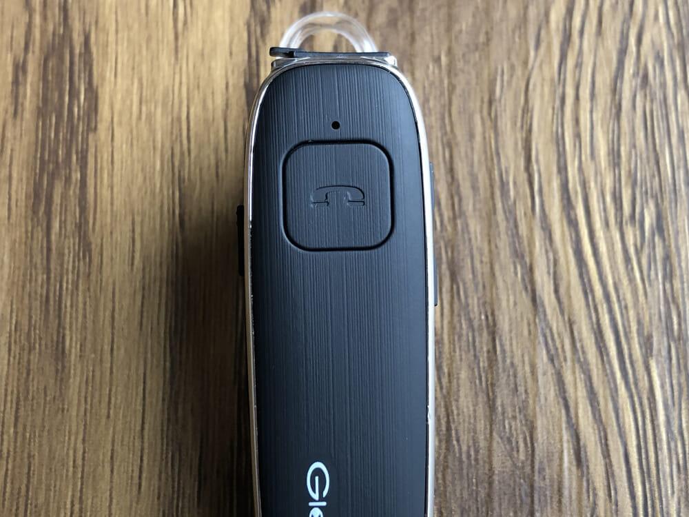 おすすめBluetoothヘッドセットGlazata「E30」レビュー|マルチボタンが大きくヘッドセット前面に配されています。