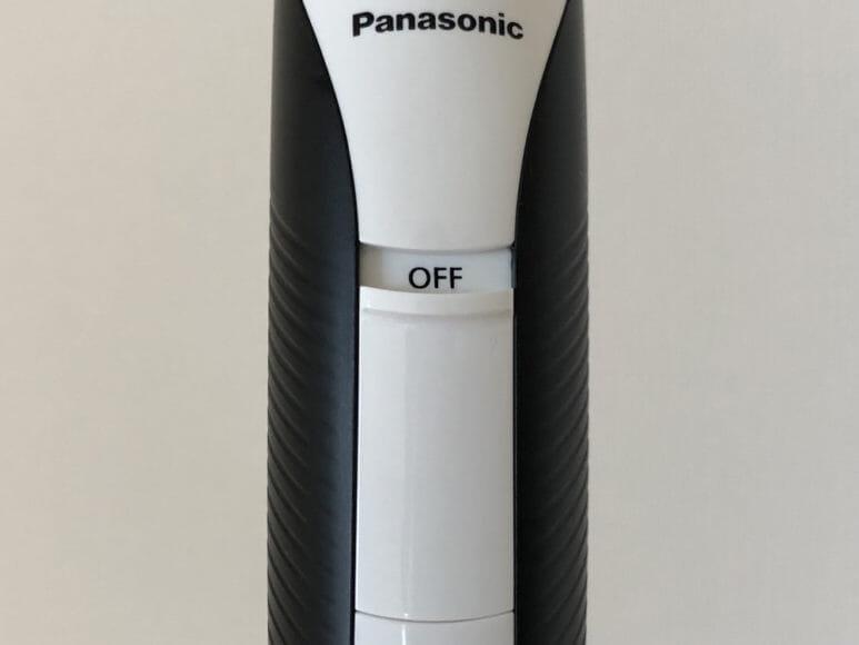 男のムダ毛処理におすすめのボディトリマーER-GK60レビュー|電源スイッチは大きく、出っ張りも付けられているので電源を入れやすいです。
