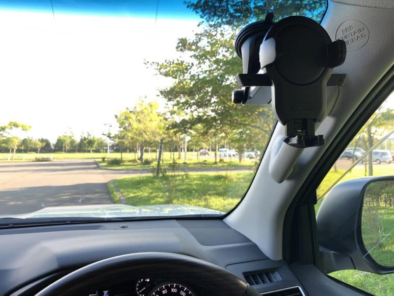 おすすめ車載スマホホルダーまとめ|僕は「EasyOneTouch4 wireless」を運転席右上のフロントガラスに設置してオーディオ専用端末としてiPhone5sを常設しています。