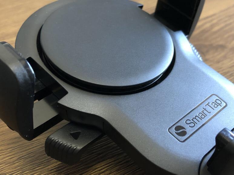おすすめ車載スマホホルダー・スマートタップ「EasyOneTouch4 wireless」|全体的にマットな質感のボディ。アールが利いたデザインが特徴的です。